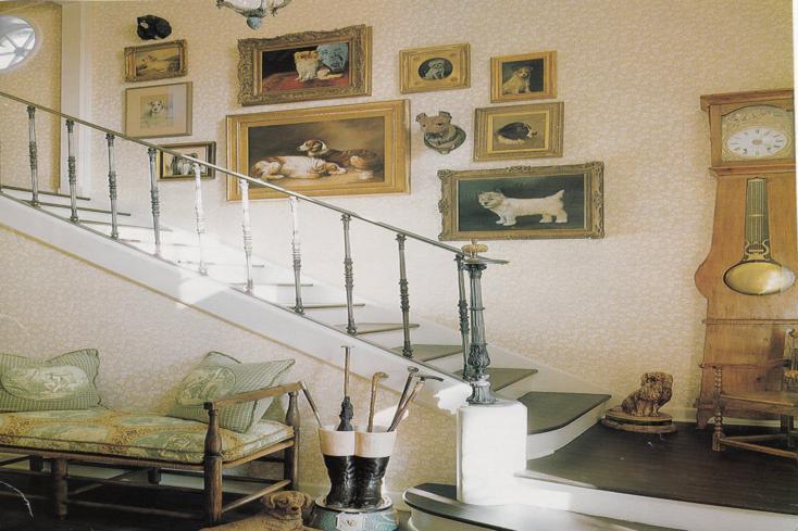 sala recibidor cuadros estilo retro