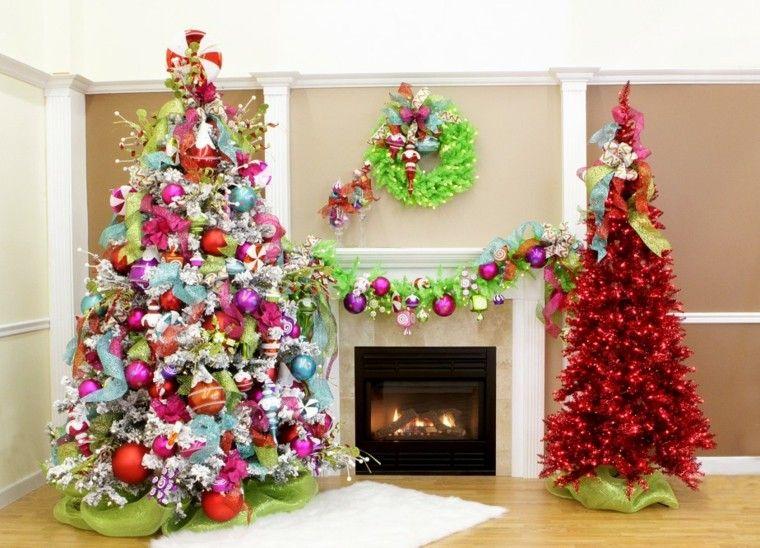 salon decorado dos arboles colores
