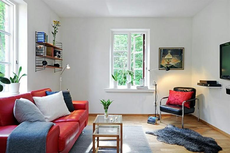 salon pequeño sofa rojo