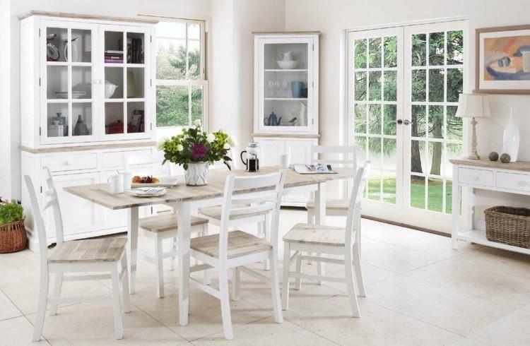 sillas maderas cristales exteriores plantas