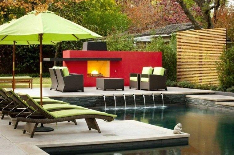 sombrilla sillas troncos muro piscina