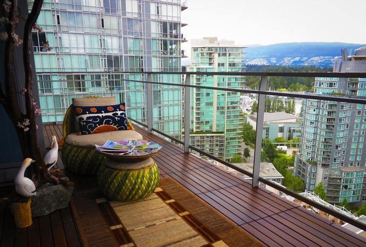 suelos de madera exterior alfombra preciosa balcon ideas
