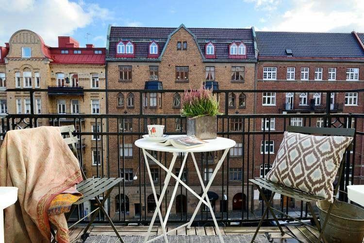 Suelos de madera 50 ideas para el balc n for Muebles para balcon exterior pequeno