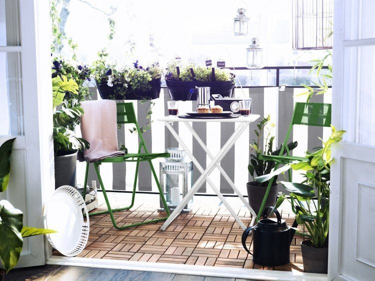 suelo madera exterior balcon pequeno muebles plegables ideas