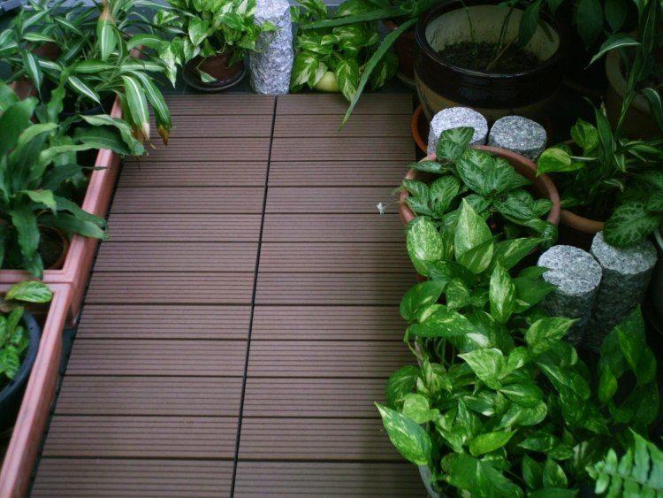 suelos de madera exterior balcon pequeno plantas ideas