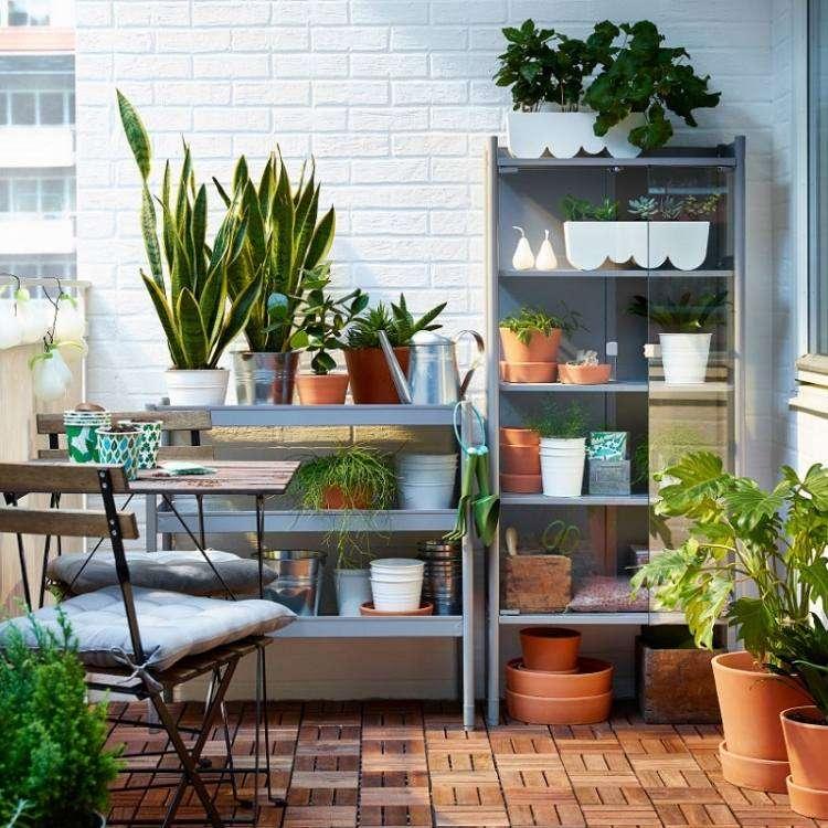 suelos madera exterior estanterias macetas balcon ideas