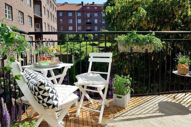 suelos madera exterior sillas mesa blanca plantas ideas