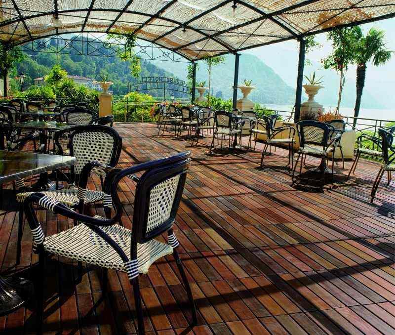 suelos madera exterior terraza amplia pergola ideas