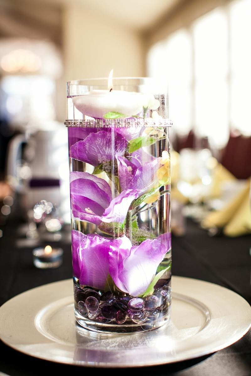 vela blanca flores color lila