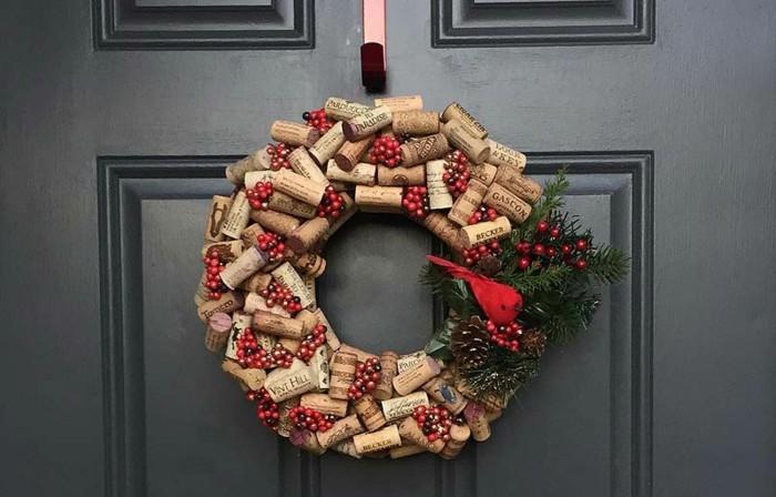adornos navideños diseño botellas corchos pajaro