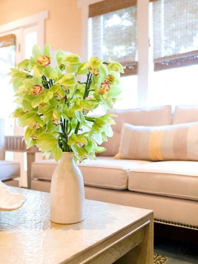 arreglos florales diseño creativo cojines jarrones amarillo