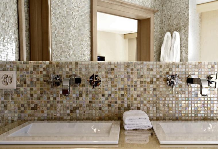 Gresite ba os revestimientos que crean ambientes for Azulejo para pared de sala