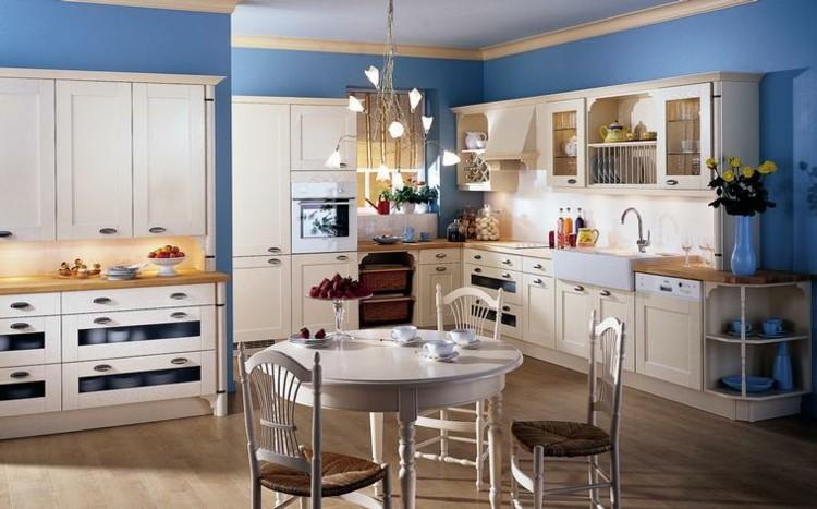 azules silla blancas detalle pajillas paredes
