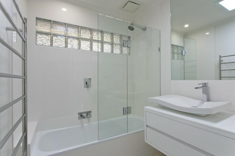 Baño Minimalista Blanco:Baños modernos con bañera – cincuenta diseños