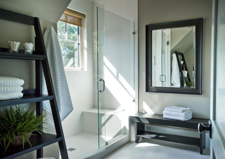 baño moderno estanteria escalera