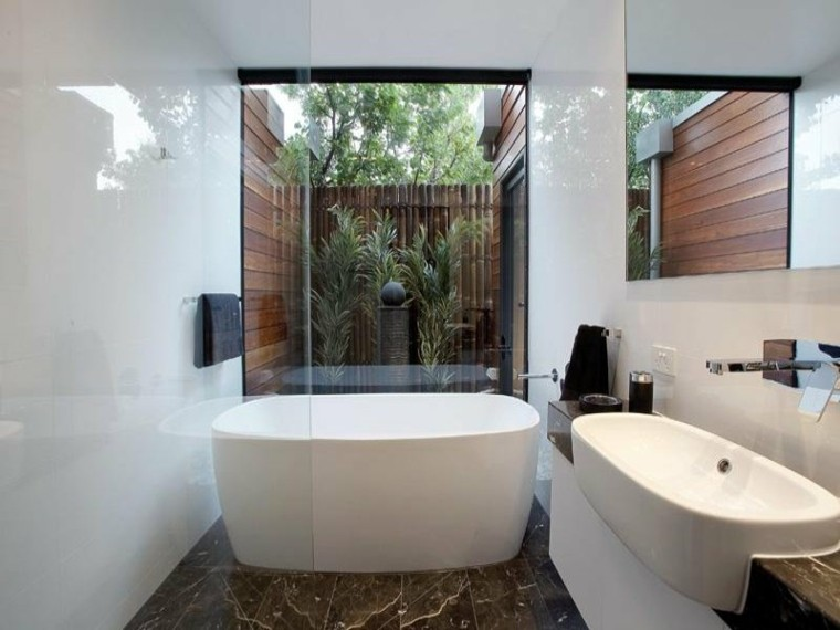 baños modernos acceso jardín