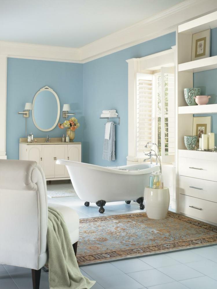 Baño Azul Con Blanco:Baños pintados, creando ambientes con colores frescos