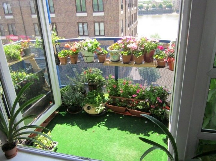 Balcones peque os decorados con mucho estilo 45 ideas - Como decorar con plantas ...