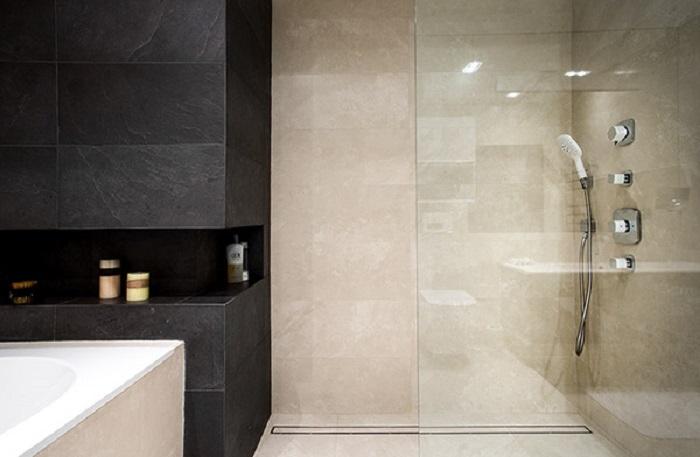 banos con ducha banera losas velas ideas
