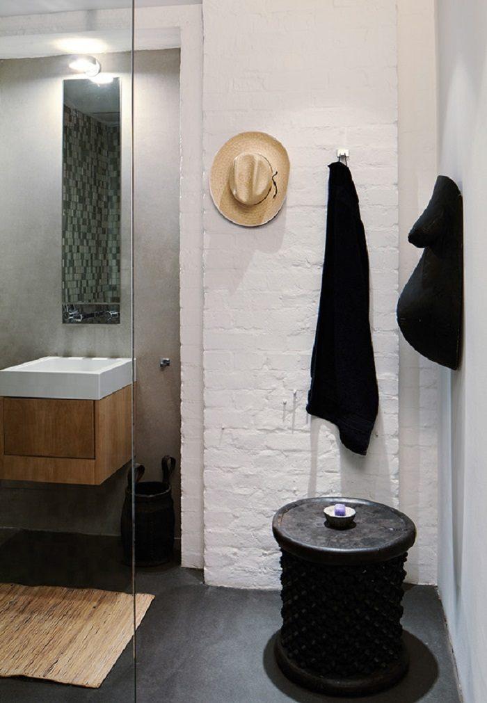 imagenes baños con ducha banera mesita negra toallas ideas