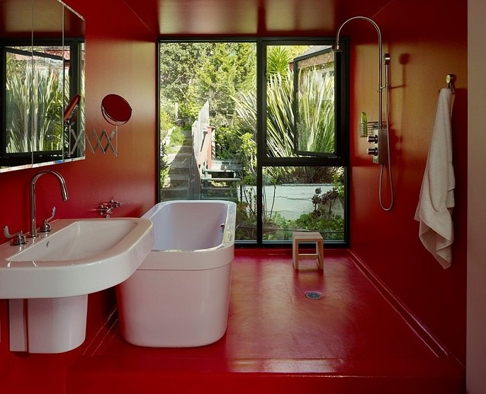 imagenes baños con ducha banera pared roja ideas