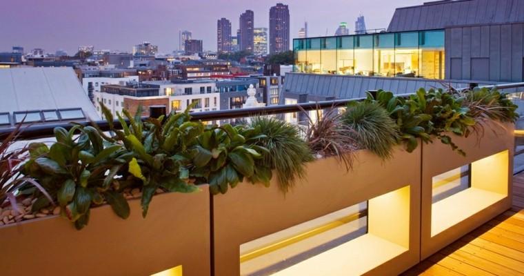 bonita decoración jardineras terraza