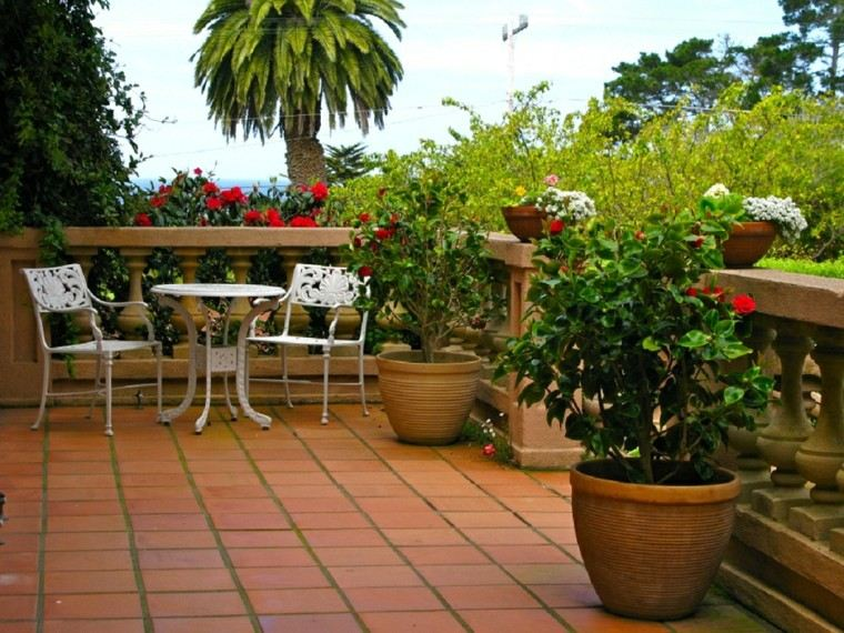 bonita terraza estilo mediterráneo