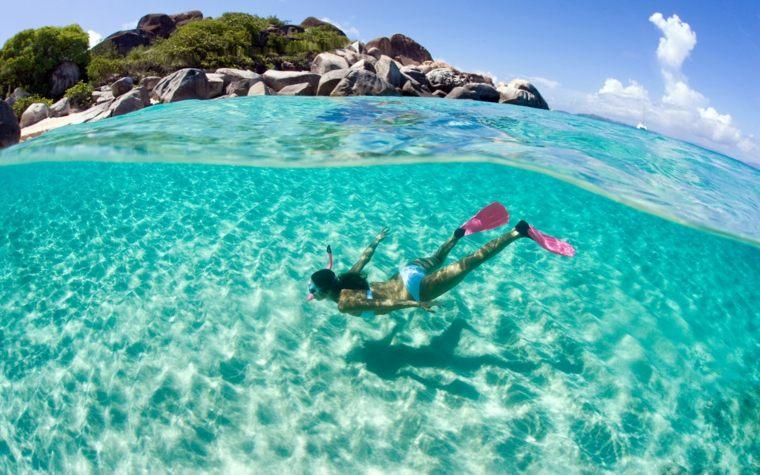 bote apartada playa recreo natacion mujer