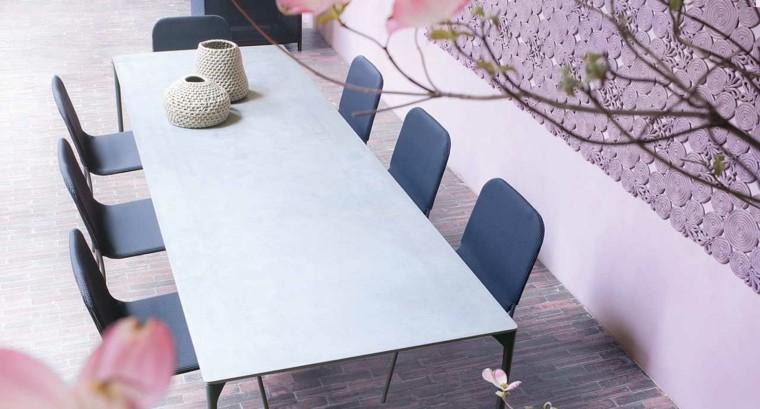 comidas aire libre mesa grande sillas negras ideas