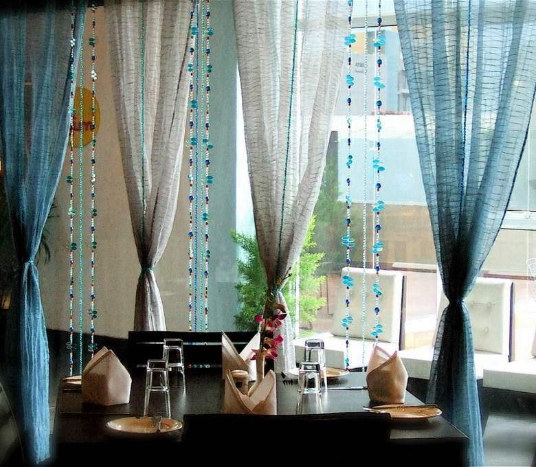 Cortinas de sala y comedor colores y estampados for Cortinas salon marron