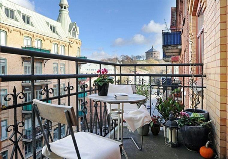 decorar terraza pequeña sillas