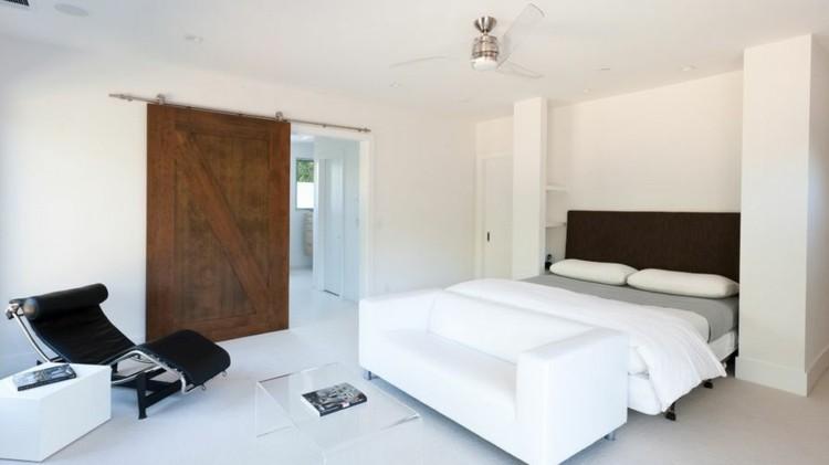 decoración dormitorio puerta madera