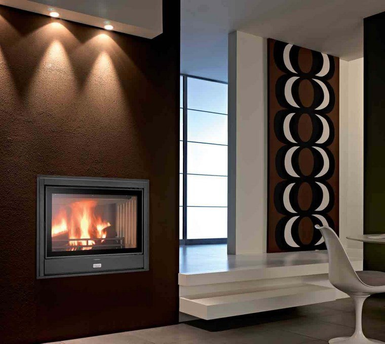 decoracion-chimeneas-modernas-pared-marron