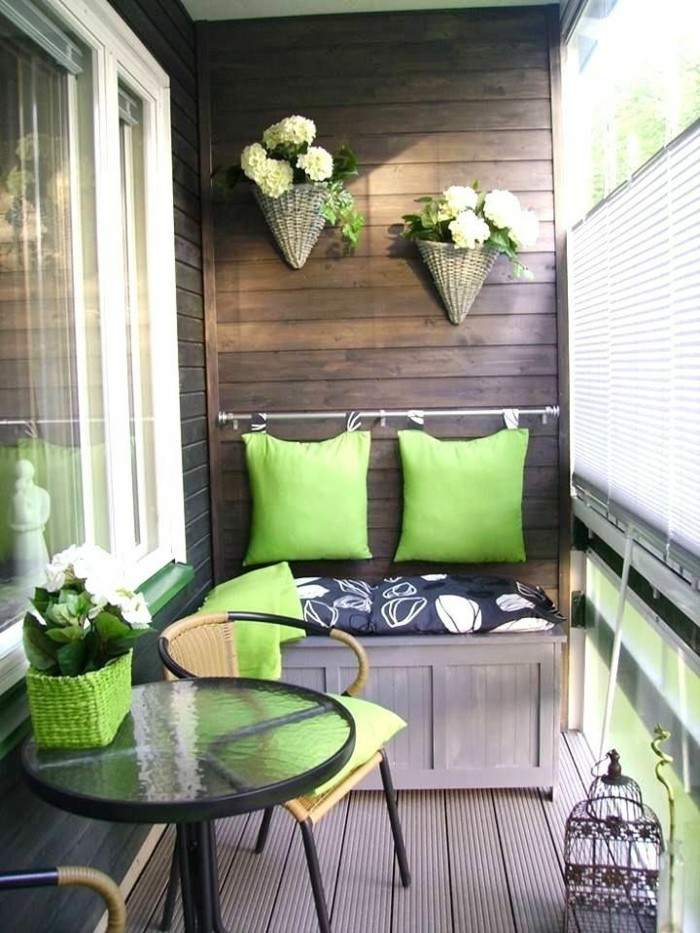 decoracion de balcones mesas metales flores
