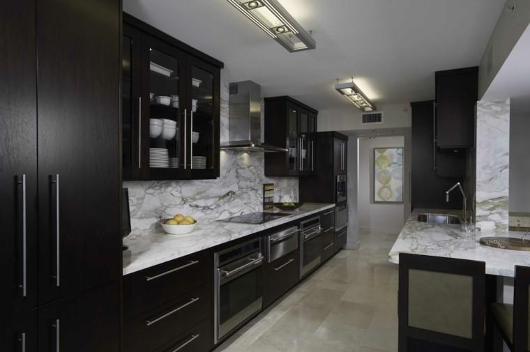 decoracion de cocinas armarios color oscuro ideas