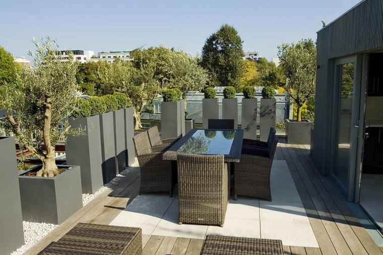 decoracion de exteriores terrazas macetas distintos tamanos ideas