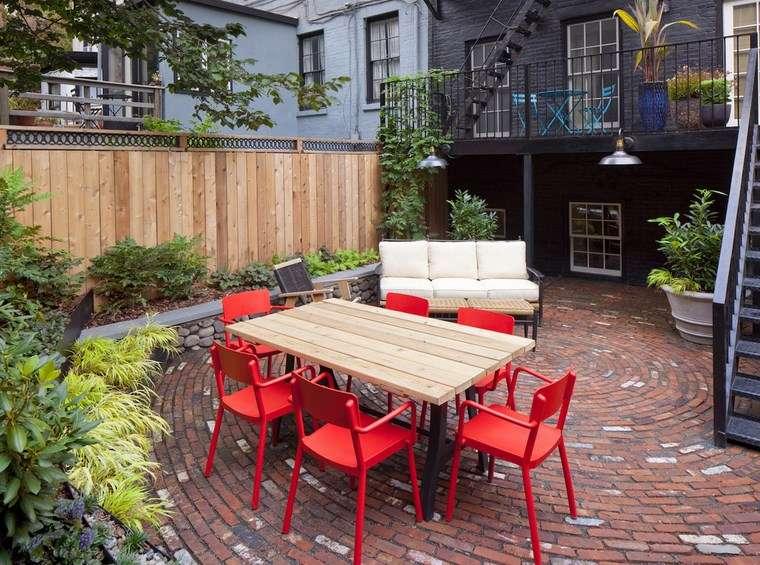 decoracion exteriores terrazas sillas rojas preciosas ideas