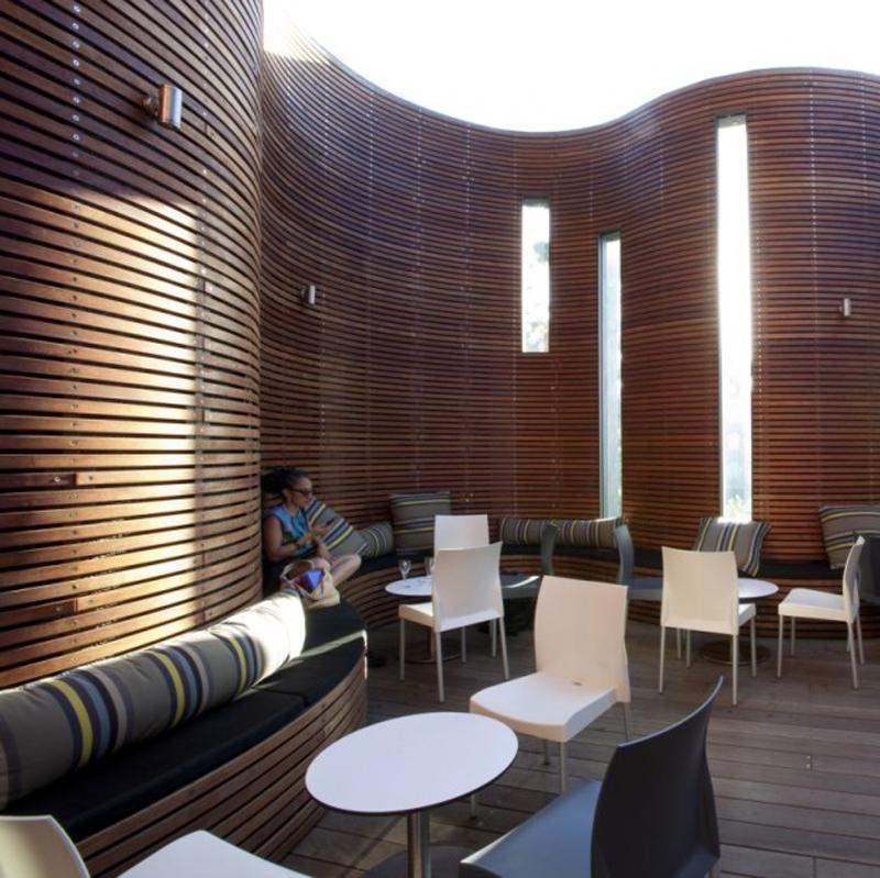 Decoracion de terrazas ideas con elementos de madera for Terraza de madera exterior