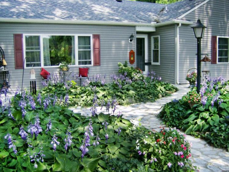 decoracion de terrazas y jardines faroles altos senderos