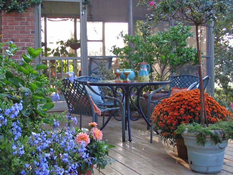 decoracion de terrazas y jardines faroles jardineras maderas