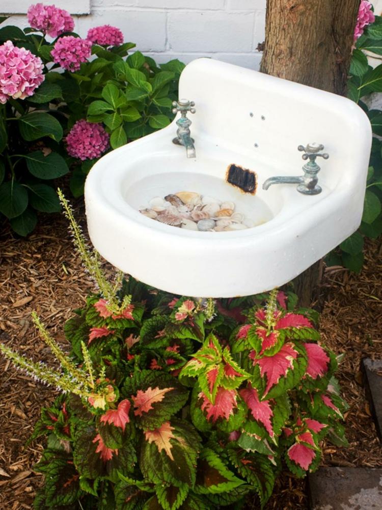 decoracion de terrazas y jardines lavabo blanco