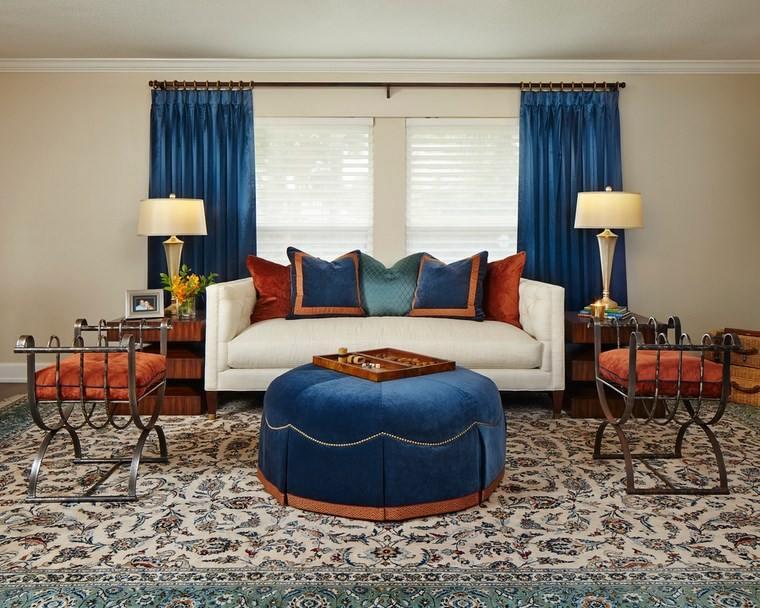 decoracion salones modernos otomana terciopelo azul ideas