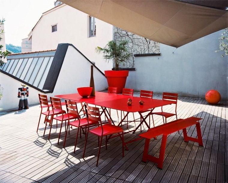 decoracion terraza pequeña muebles rojo vibrante ideas