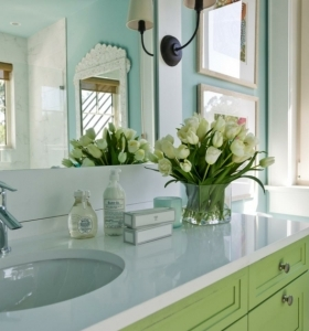 Ba os peque os modernos con decoraci nes originales - Decoraciones de cuartos de bano ...