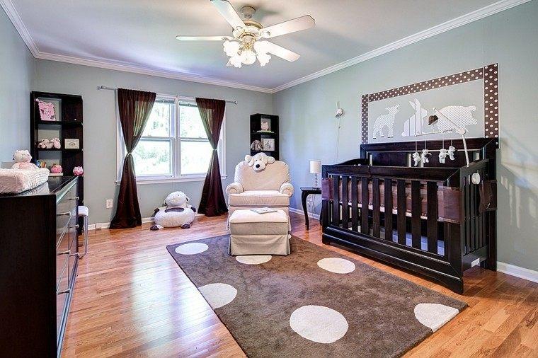 alfombra preciosa en la habitación del bebé moderna