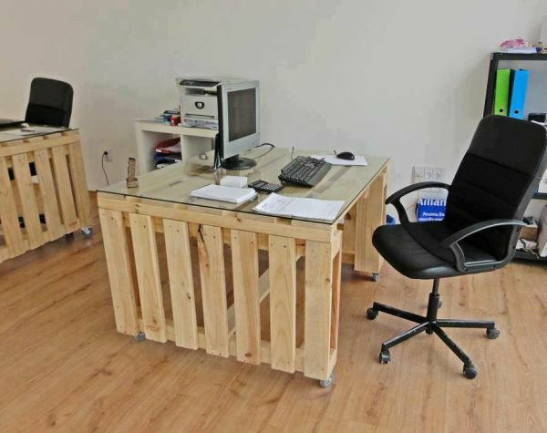 Artesania con palets cien ideas para amueblar reciclando - Fabriquer un bureau avec des palettes ...