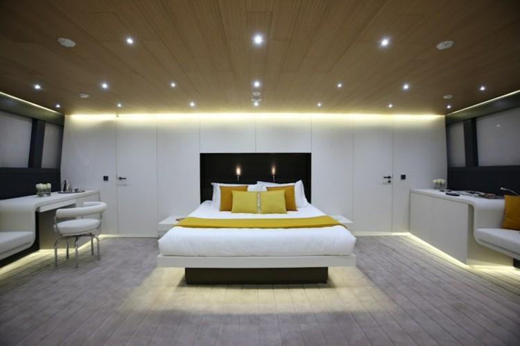 diseño habitacion moderna cojines amarillos