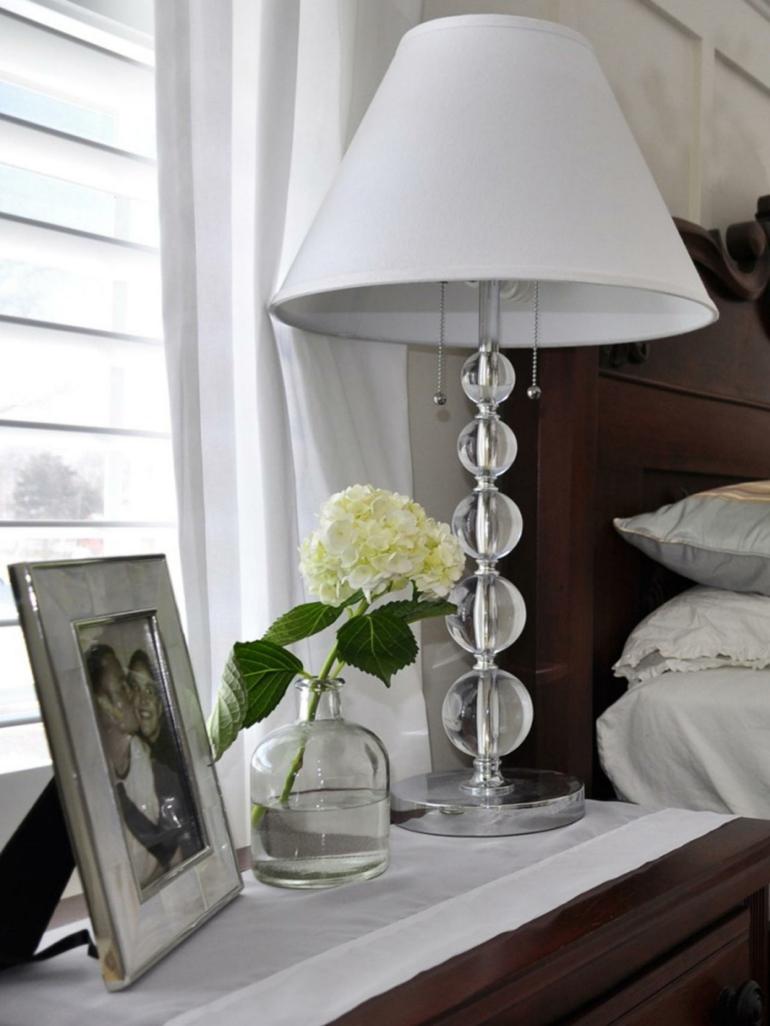 diseño lampara mesilla noche blanca