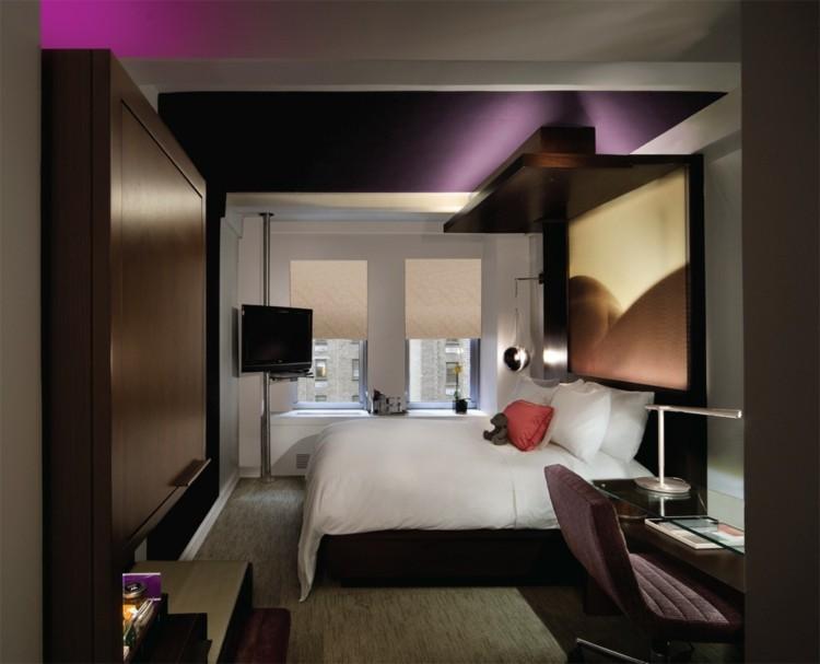 dormitorio pequeño techo color morado