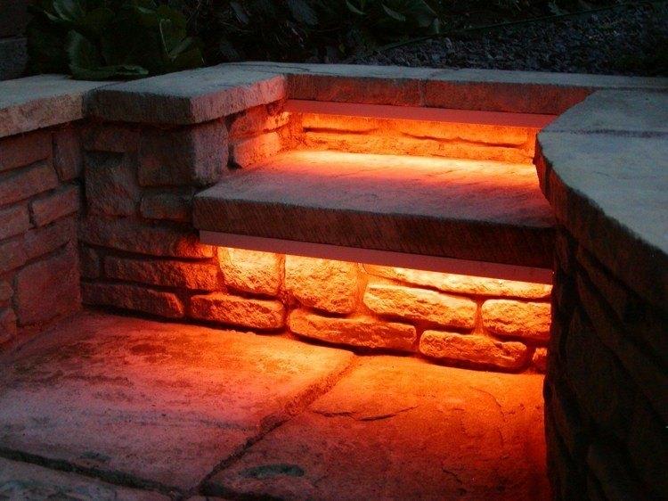 escalones rojo rocas puesntes luces